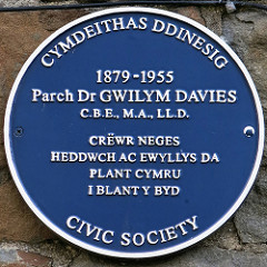 Parch Dr Gwilym Davies